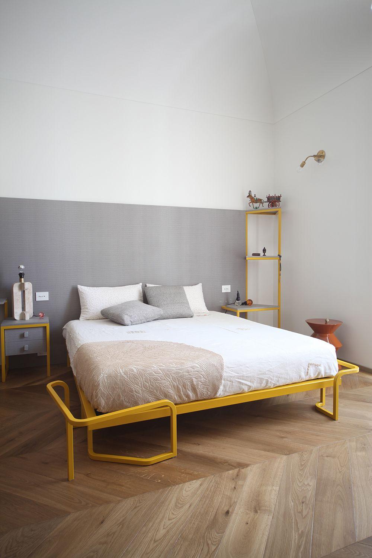 Triplex-Wohnung in Prag kombiniert Industrie-Look mit modernem ...