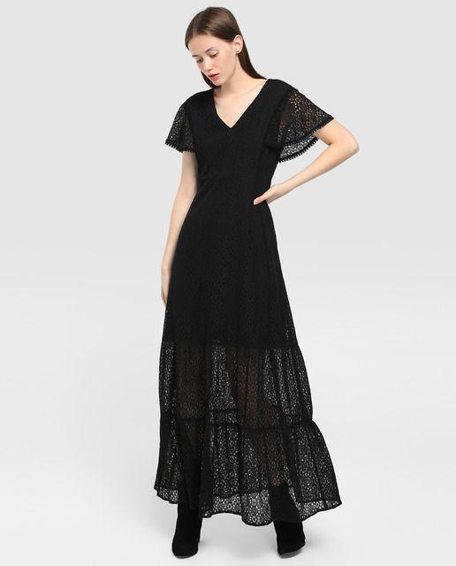 Vestido largo de guipur en color negro. Tiene manga corta 8240c3815b10