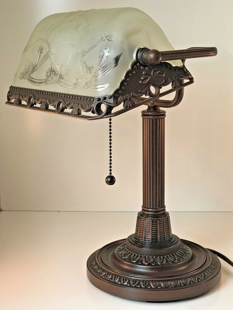 Ebay Sponsored Antique Look Metal W Frosted Raised Design Glass Shade Bankers Table Desk Lamp Lamp Bankers Lamp Desk Lamp