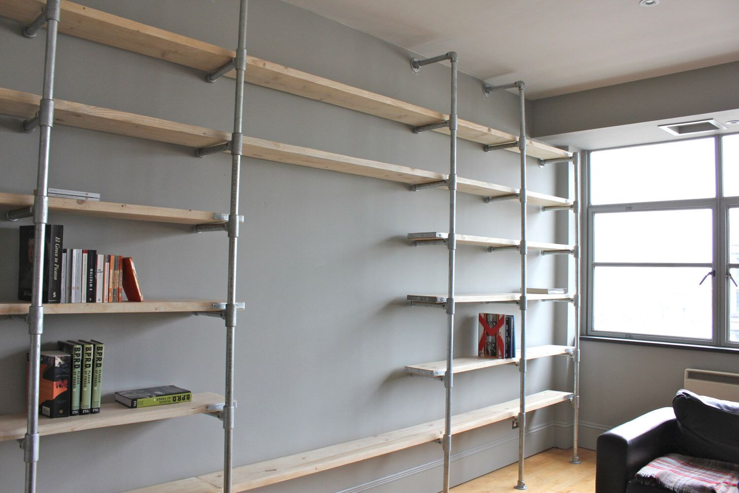 Scaffolding Boards and Galvanised Steel Pipe Wall Mounted and Floor Standing Industrial Shelving/Bookcase - Bespoke Urban FurnitureDesign door inspiritdeco op Etsy https://www.etsy.com/nl/listing/184216108/scaffolding-boards-and-galvanised-steel