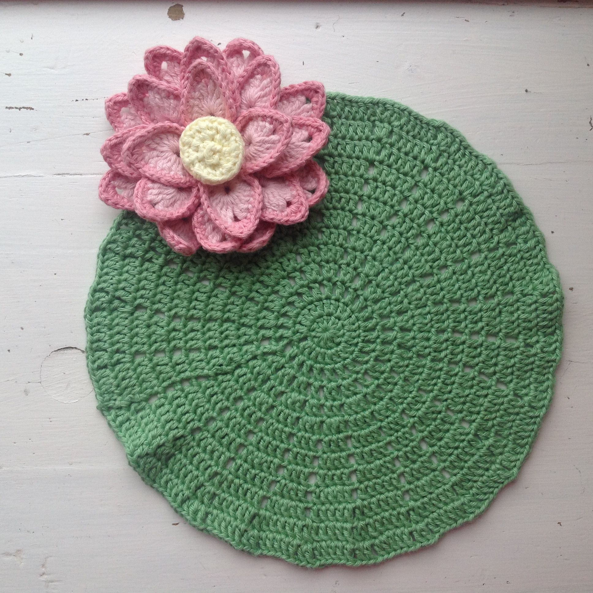 Suvis crochet lotus leaf pattern makes a nice 8 sized mat suvis crochet lotus leaf pattern makes a nice 8 sized matcoaster with link for the flower pattern izmirmasajfo