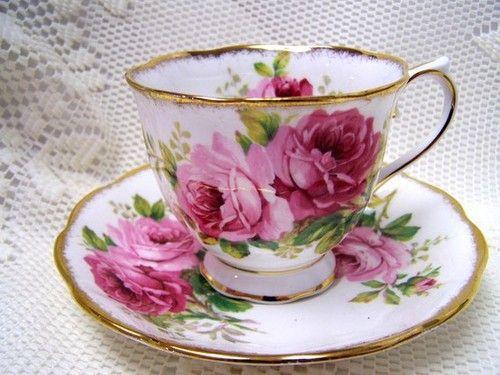 royal albert american beauty tea cup saucer teacups pinterest service vaisselle caf. Black Bedroom Furniture Sets. Home Design Ideas