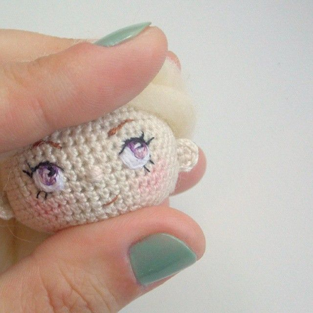 Я обещала ей крутую прическу что ж, пора приступать! ------------------------- I promised to make her a cool hairstyle Well, it's time to do it! #mintbunny_process #mintbunnydolls#doll#crochetdoll#вязанаякукла#кукла