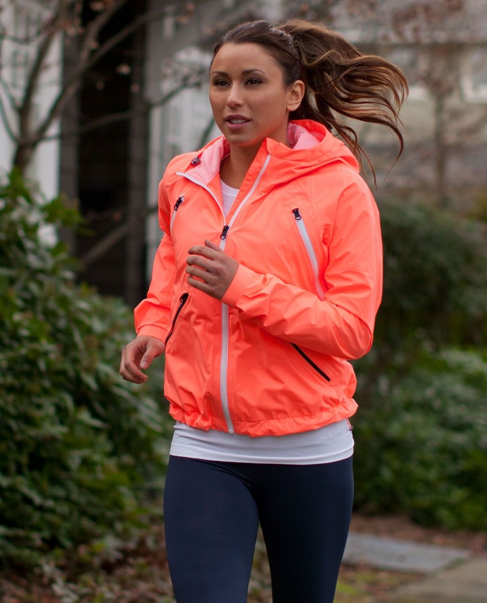 Lulu Lemon One Of The Best Running Jackets Lightweight But Keeps You Warm Insulated On Early Morning Runs Running Clothes Athletic Outfits Clothes [ 1215 x 980 Pixel ]
