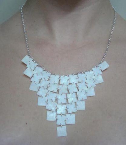 Bio-joias da Coleção Redeiras, feitas por artesãs da Colônia de Pesacdores São Pedro, de Pelotas (RS). São escamas de peixe e prata! http://bit.ly/JRgoLU