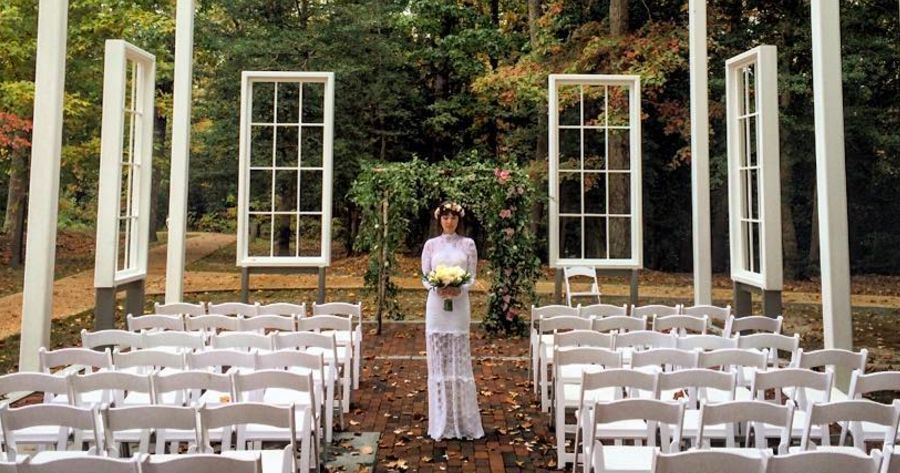 Ditch The Chapel For One Of These Totally Unexpected Wedding Venues Wedding Venues Washington State Unique Wedding Venues Cheap Wedding Venues