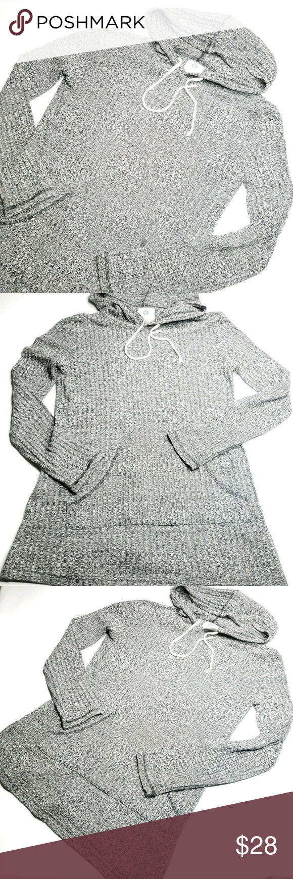 Sadie Robertson Grey Black Hooded Top Size jrs M Wild Blue Sadie Robertson Grey Black Heathered Hooded Long Sleeve Top Size jrs M    18.5 inches underarm to underarm  29 inches shoulder to hem    85% polyester 12% Rayon    In good shape, no flaws to note!    Please feel free to ask questions  Wild Blue Sadie Robertson Tops Tees - Long Sleeve #sadierobertson