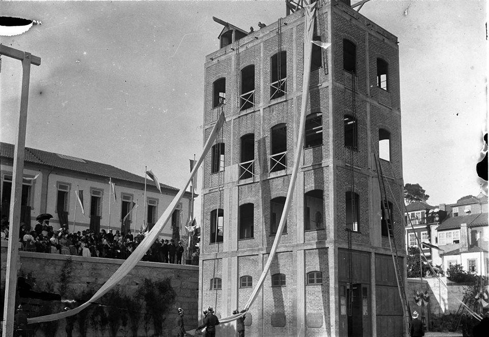 Porto Antigo quartel dos bombeiros durante exercícios de treino. 1910..