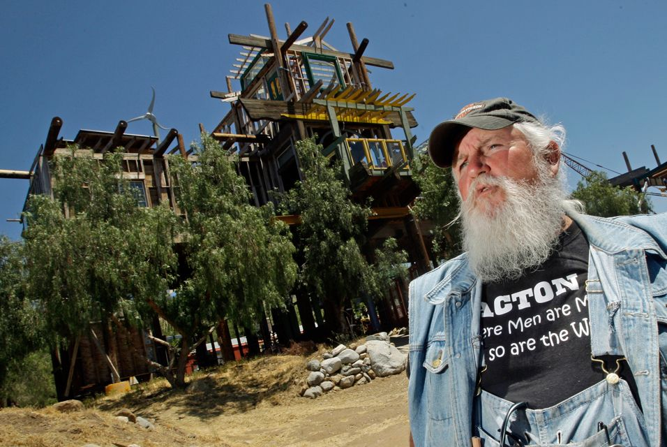 Builder of California 'Phonehenge' sentenced to jail