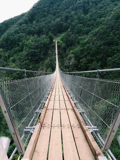 El ponte Tibetano , Italian Swiss