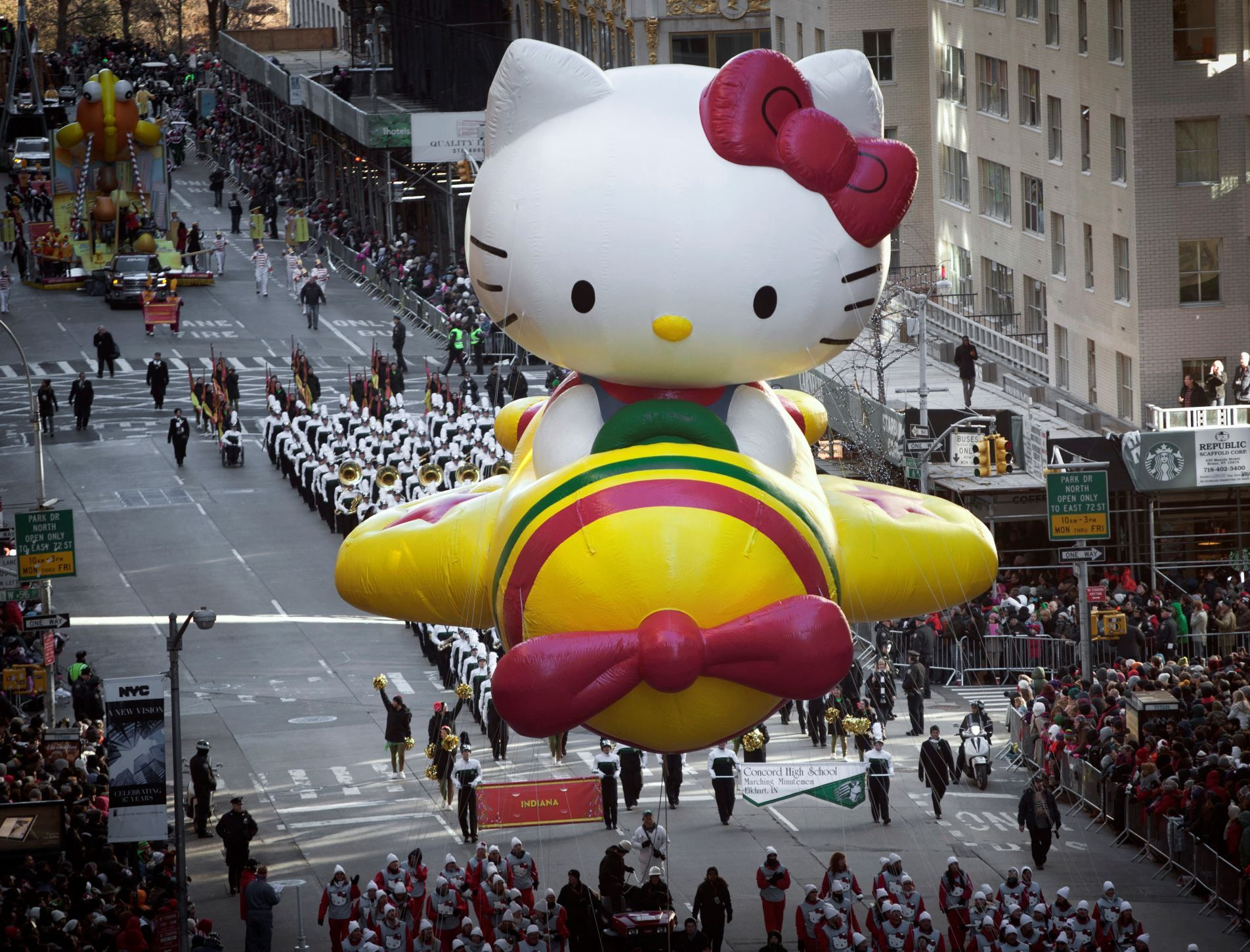 Outrageous Macy S Thanksgiving Day Parade Balloons Hello Kitty Themes Hello Kitty Hello Kitty Restaurant
