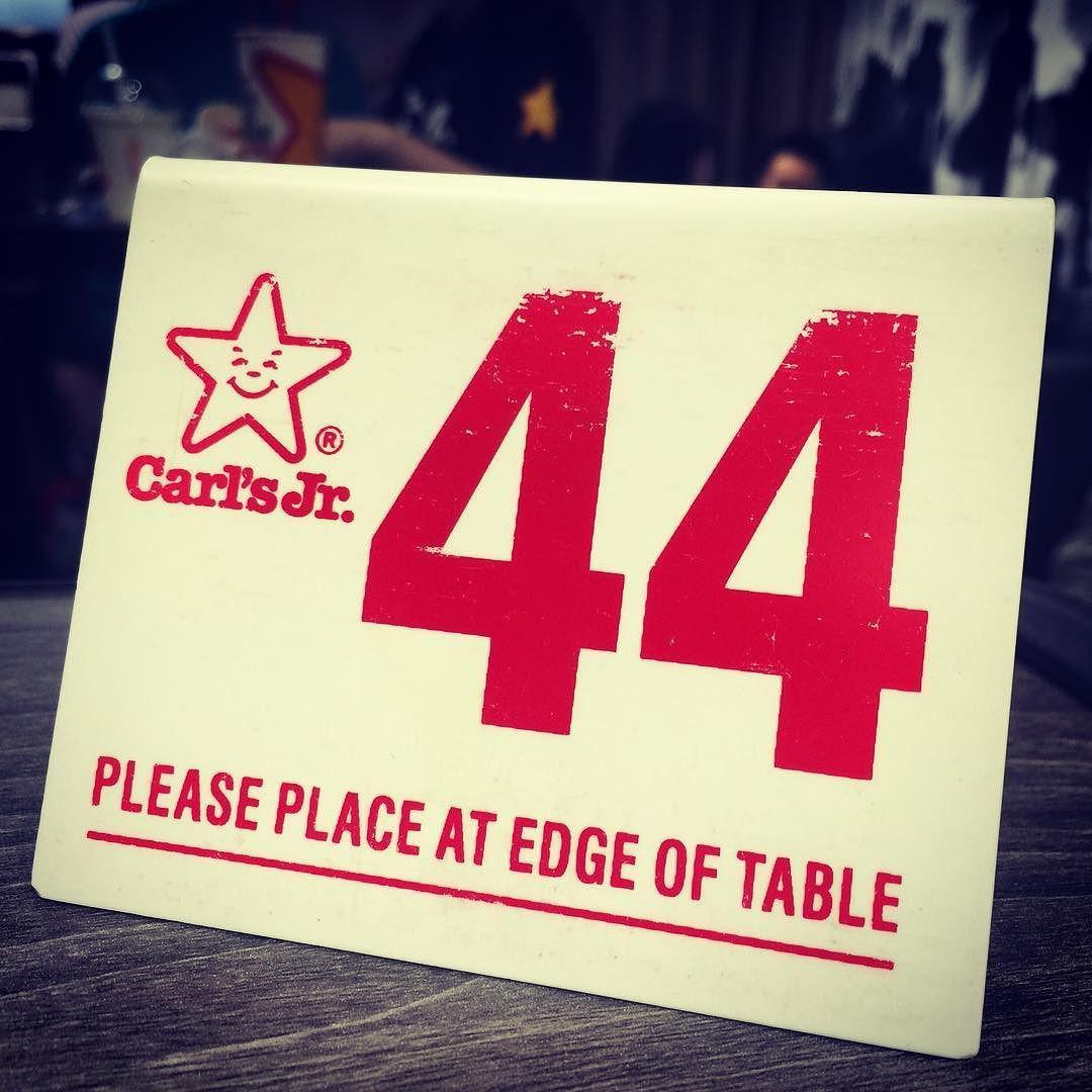 初Carl's Jr.をいただきましたこの番号札をクルマの年式に合わせて空冷VWのダッシュボードに置くのが定番私自身が昭和44年式なのでこのプレートでも大丈夫です笑 #carlsjr #aircooledvw #burger #akihabara #tokyo #japan