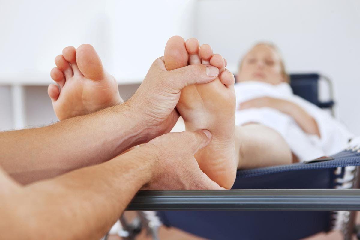 Acupressure Points to Induce Labor | Massage pressure ...