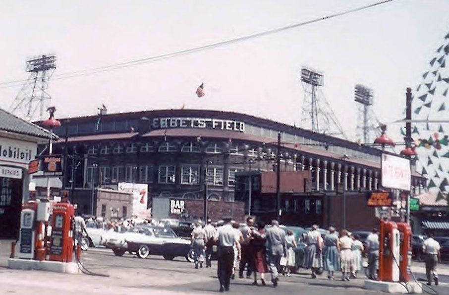 51d1151130227-brooklyn-dodgers-1956-ebbets-field-gas-station-color (906×596)