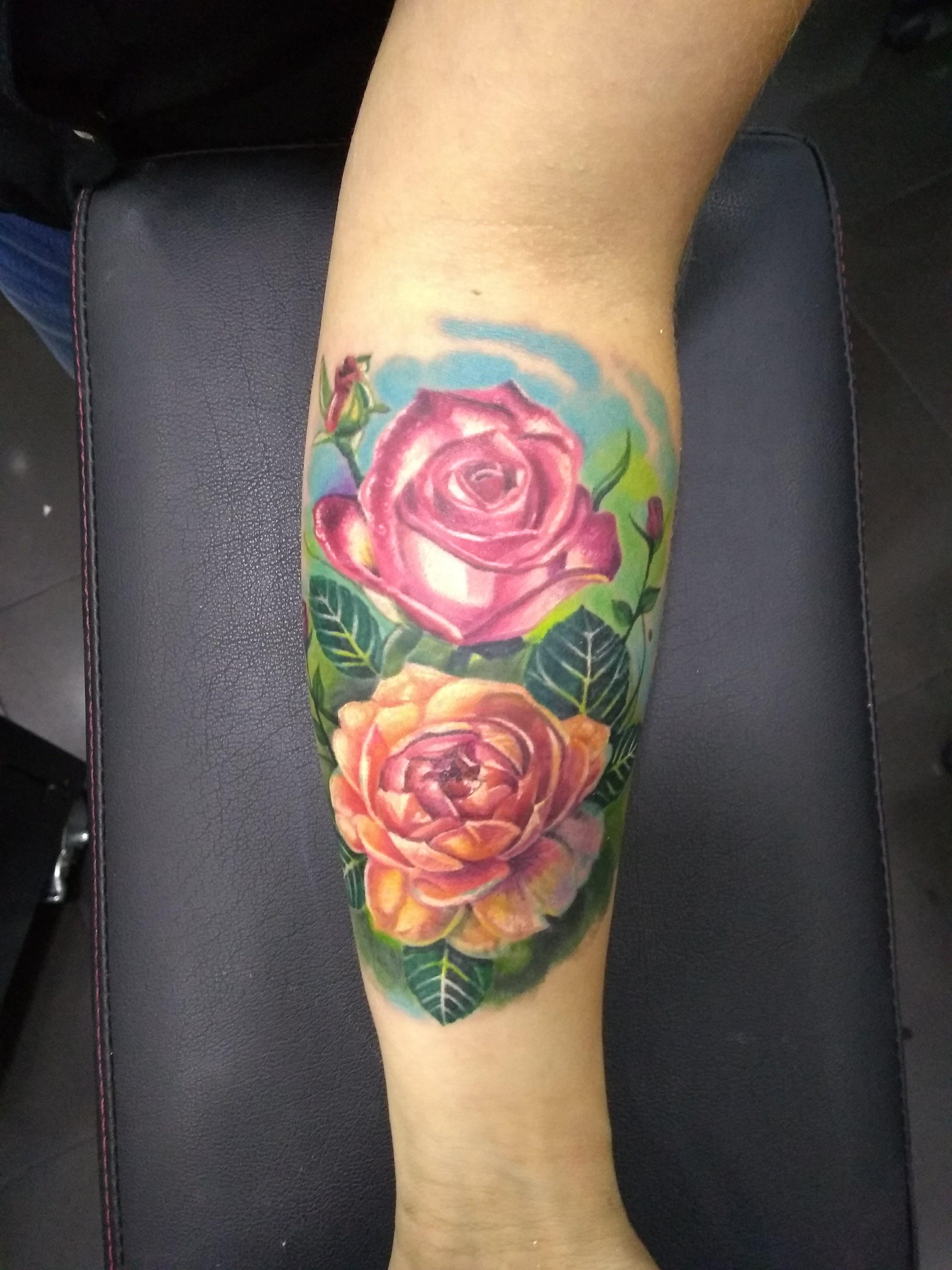 21 Rosas a color tatuajes