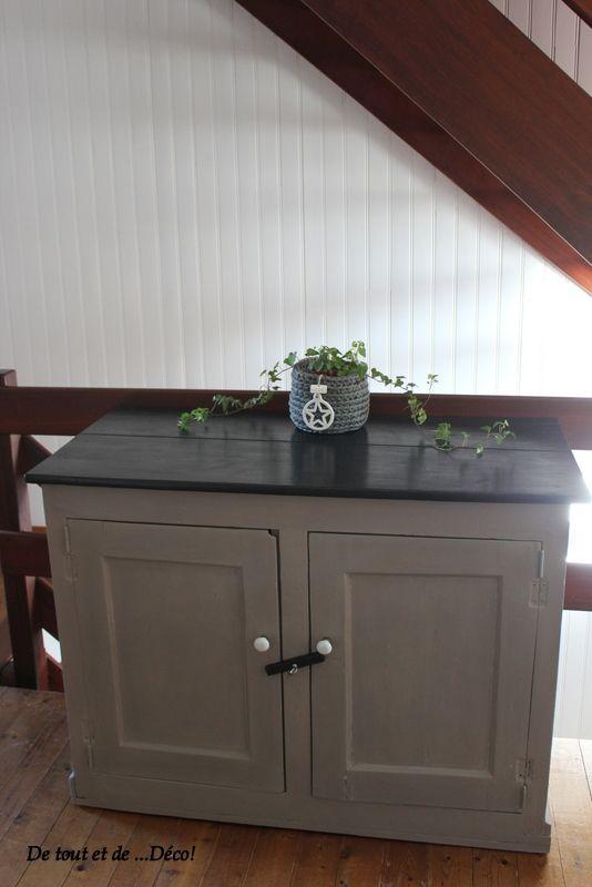 Très vieux meuble relooké en taupe et noir (peinture Libéron) Pour