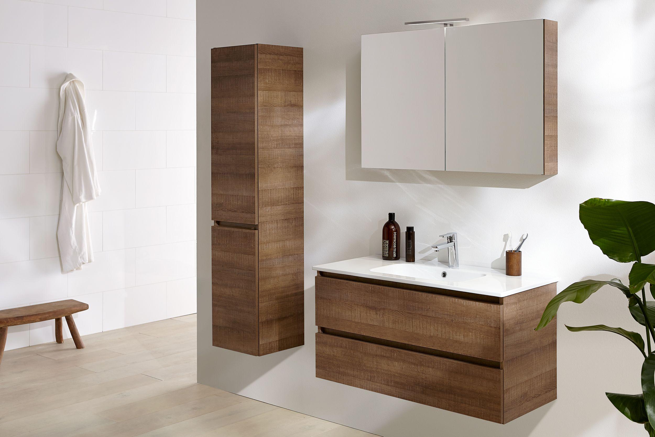 Warme Rustieke Badkamer : De houtstructuur van deze third edition set zorgt voor een warme
