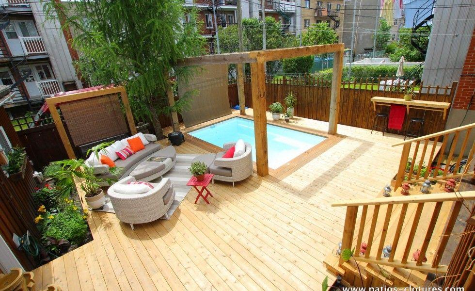 Vue densemble de la terrasse en bois autour de la piscine Fibro ...