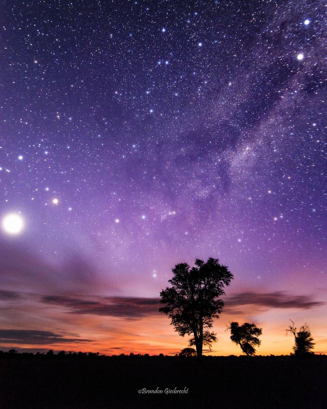 On instagram by giesbrechtbrandon #astrophotography #contratahotel (o) http://ift.tt/1PBh3yC y la via lactea saliendo unos minutos antes del amanecer.  #chaco #paraguay  #astrography. #milkyway #venus #vialactea #astrofotografia #sunrise #longexposure #earthfocus #instagood #featuremeinstagood #pro_ig @universetoday #jaw_dropping_shots #theworldshotz #instapy #pyfotografia #global_hotshotz #travelsouthamerica #discoversouthamerica @discoverearth #canon_photos #ig_all_americas #americas…
