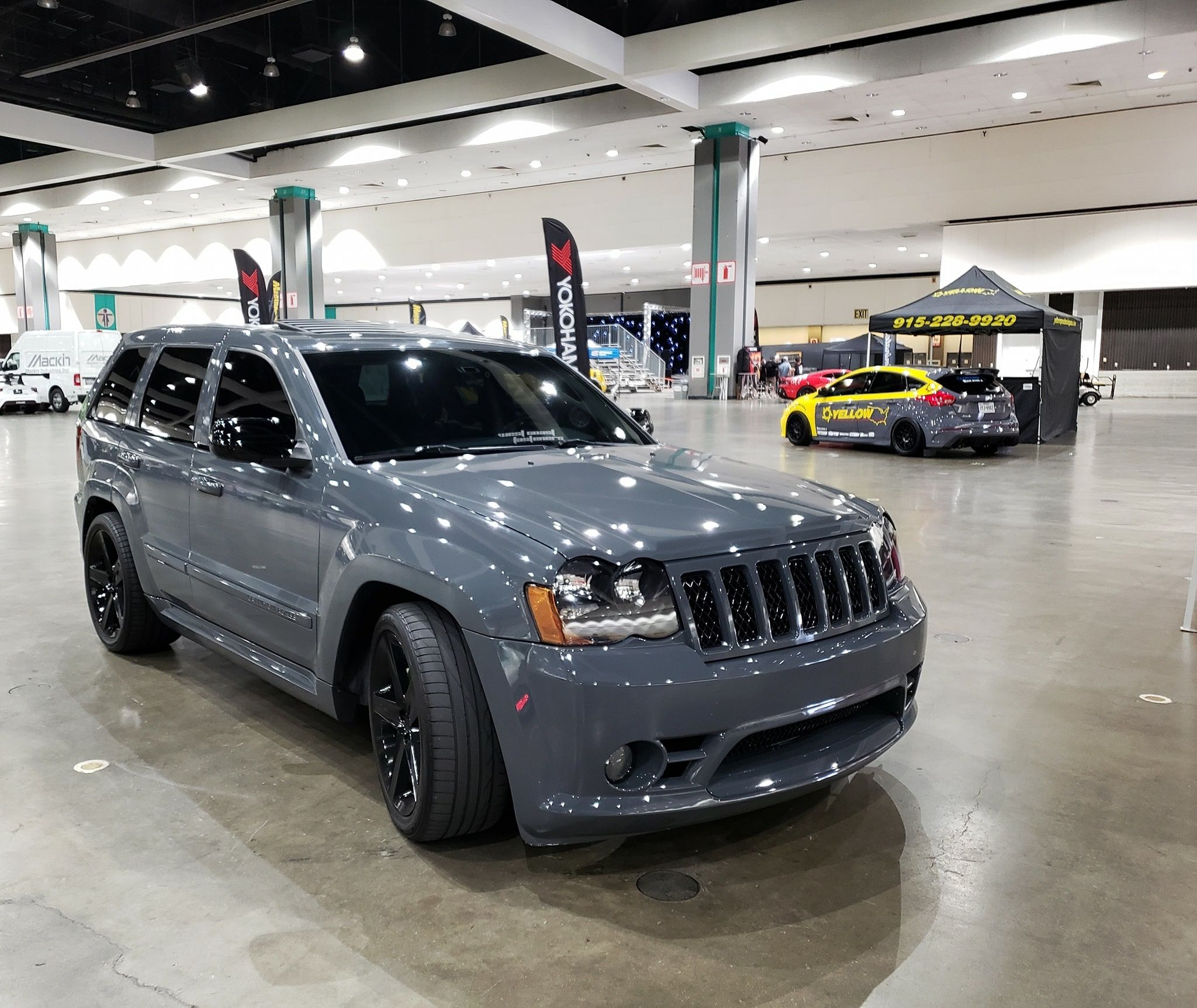 Gray Jeep Grand Cherokee Srt8 Wk1 With Images Jeep Srt8 Srt