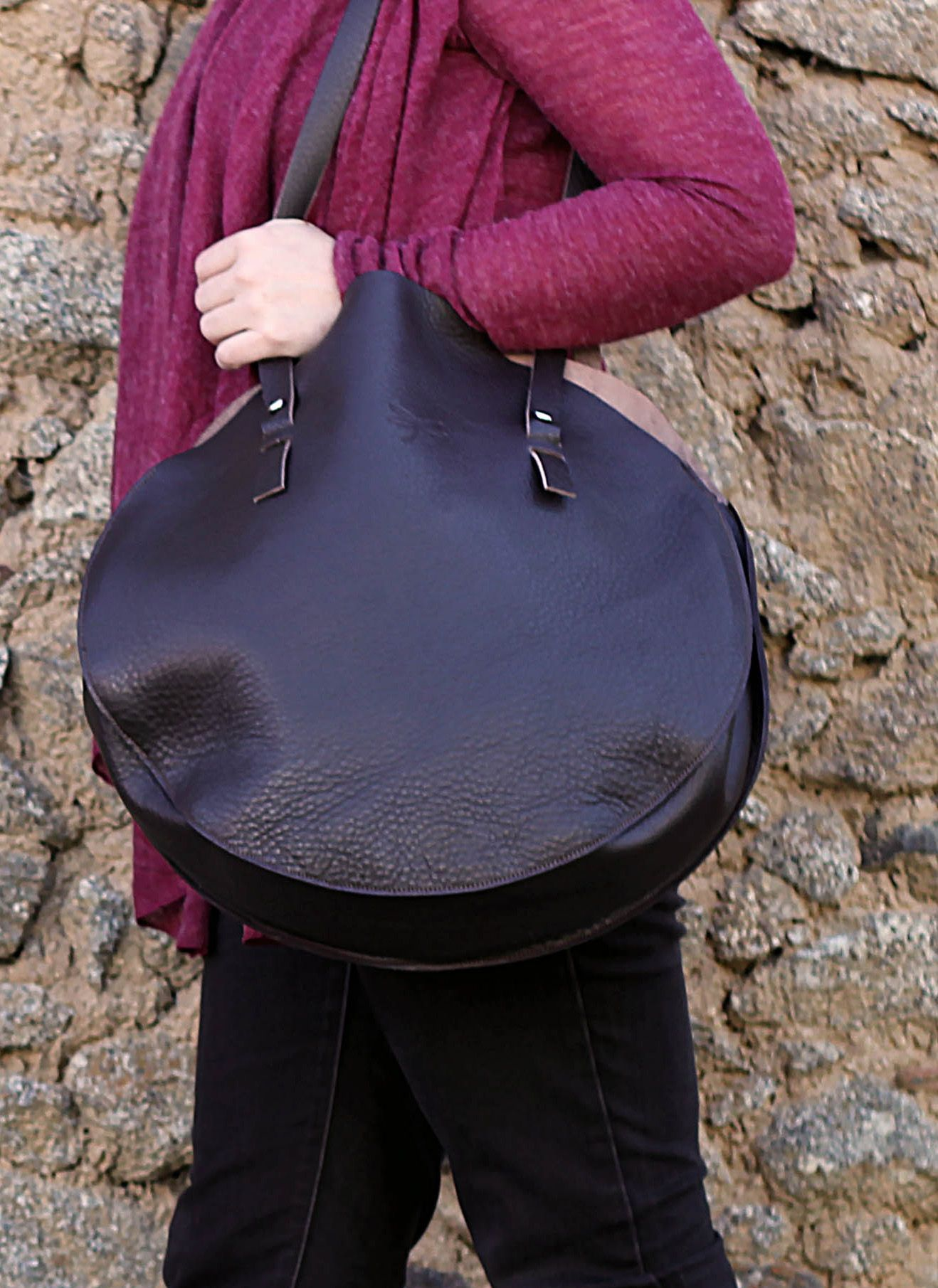 Large brown leather handbag. Handmade bag. Oversized bag. For everyday and for the weekend. $141,53 www.ludena.tumblr.com