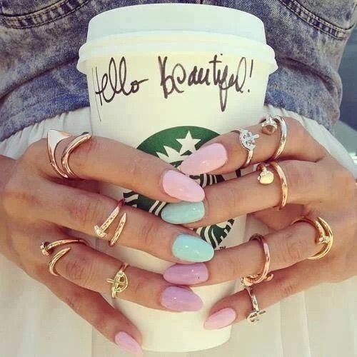 Image via We Heart It https://weheartit.com/entry/116099364/via/21983884 #beautiful #girl #gold #hand #hello #nail #nailart #starbucks
