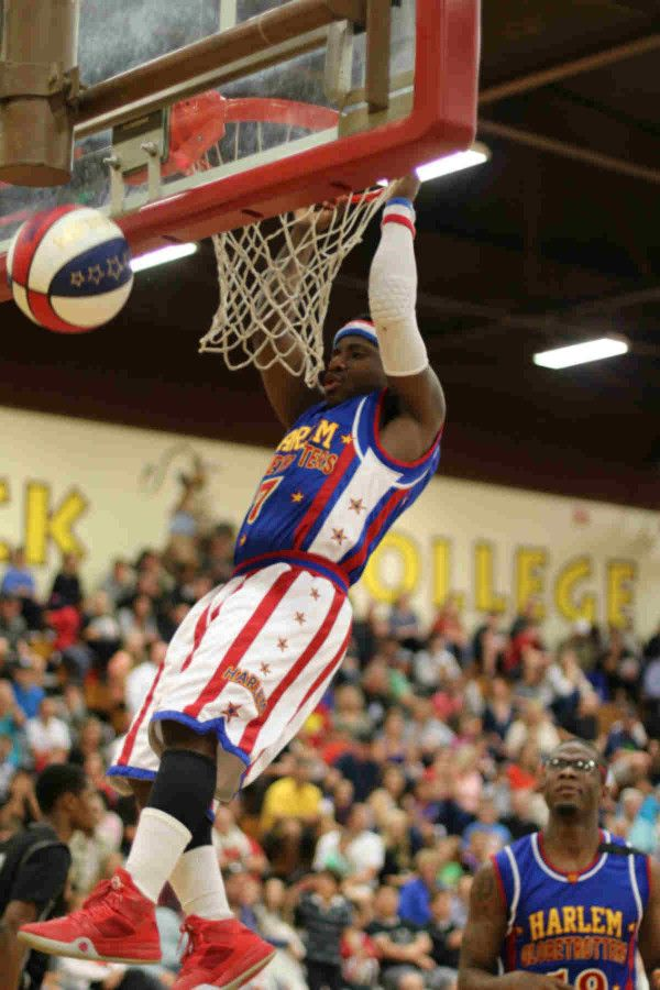 Harlem Globetrotters Too Tall | Harlem Globetrotters returned with fun to Saddleback ...