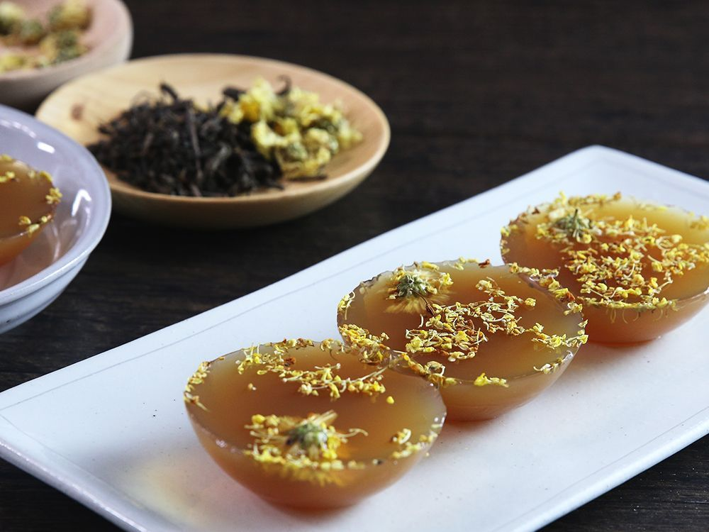 Honey chrysanthemum pu erh tea jelly table plate decorating daydaycook is the hottest new culinary website across asia offering step by step instructions and videos on how to cook chinese food recipes forumfinder Choice Image