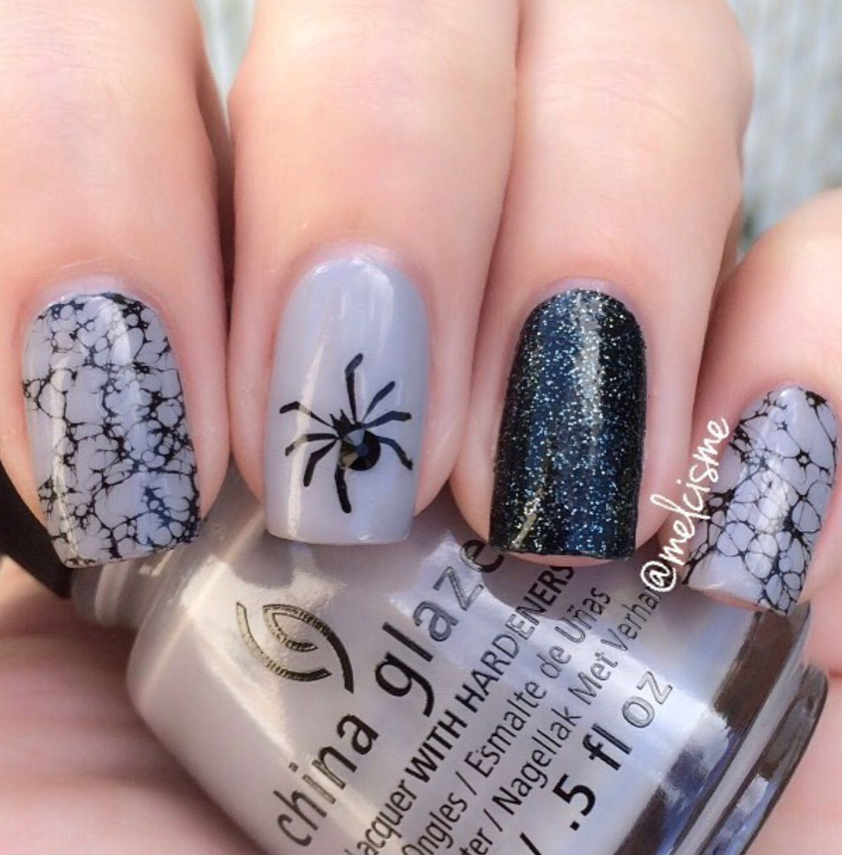 Halloween Nail Art Gray Black Spider With Crackle Polish Halloween Nails Nails Nail Art
