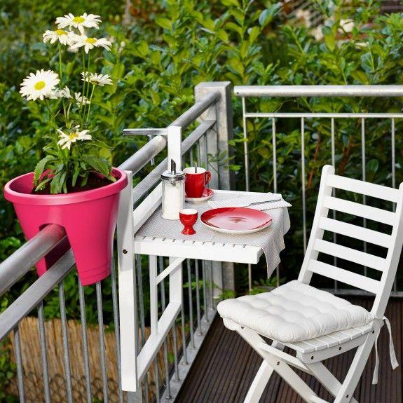 sehr praktisch f r einen kleinen balkon ein tisch zum einh ngen homestory homestoryde home. Black Bedroom Furniture Sets. Home Design Ideas