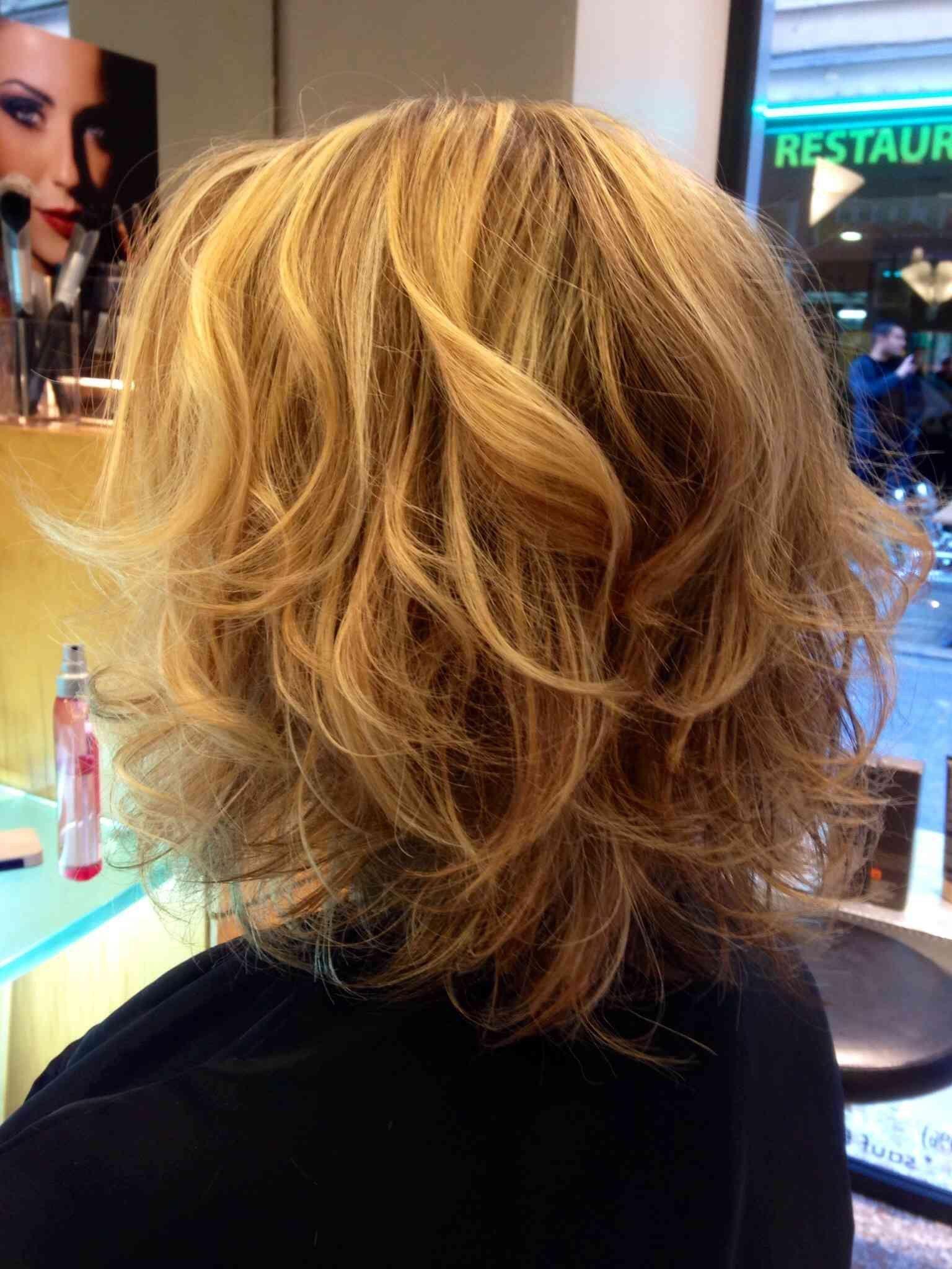 Coupe carre degrade pour cheveux epais