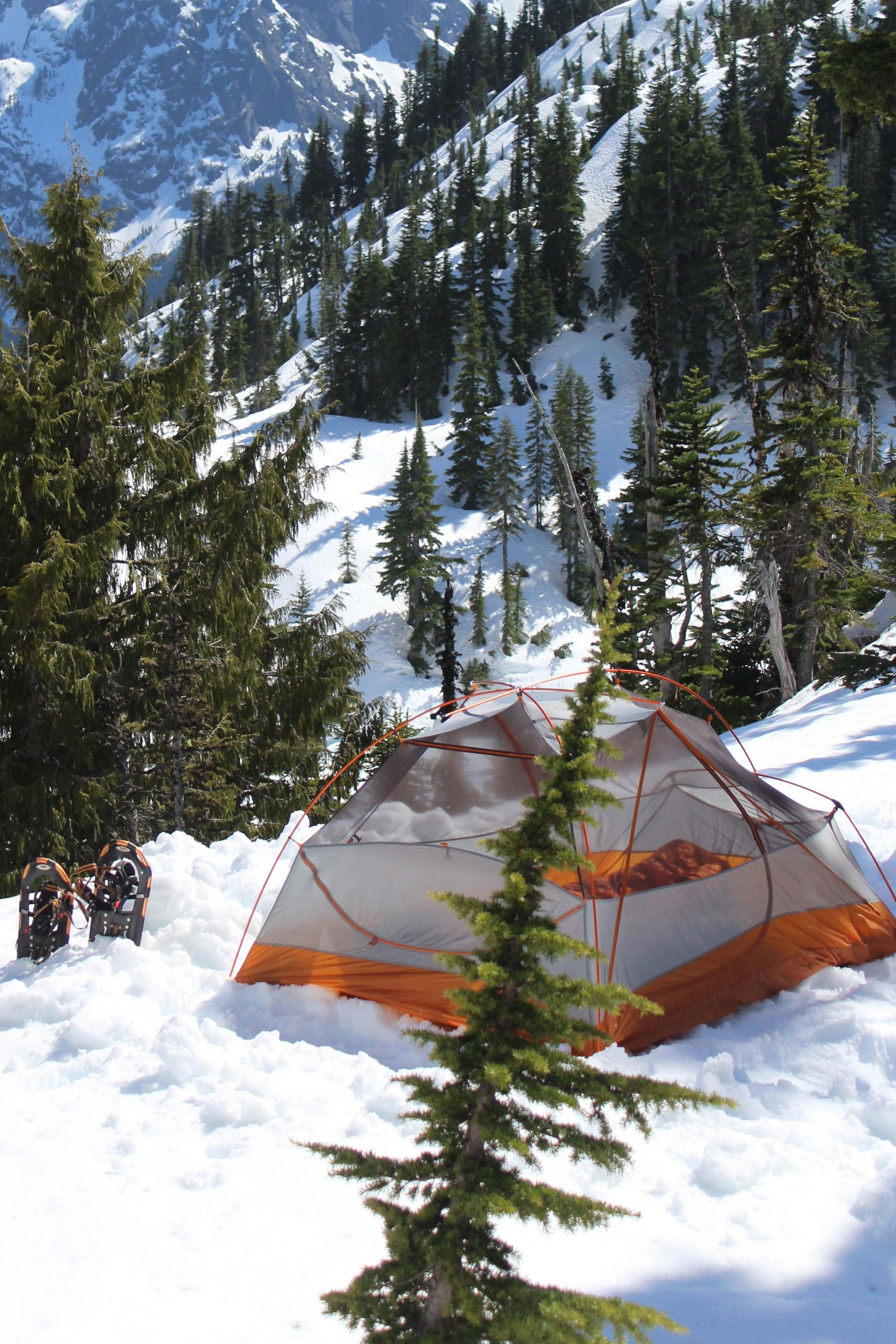 How to stay warm on your winter camping adventures