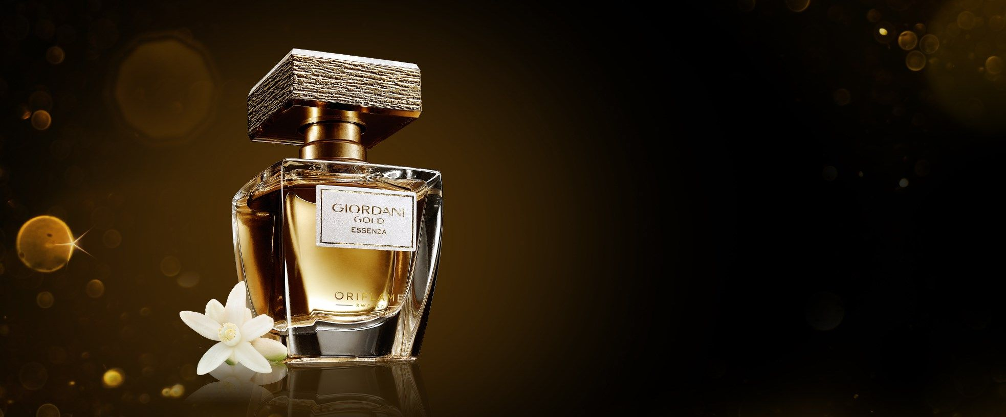 Giordani Gold Essenza Parfum With 24k Gold Plated Cap Gives You A