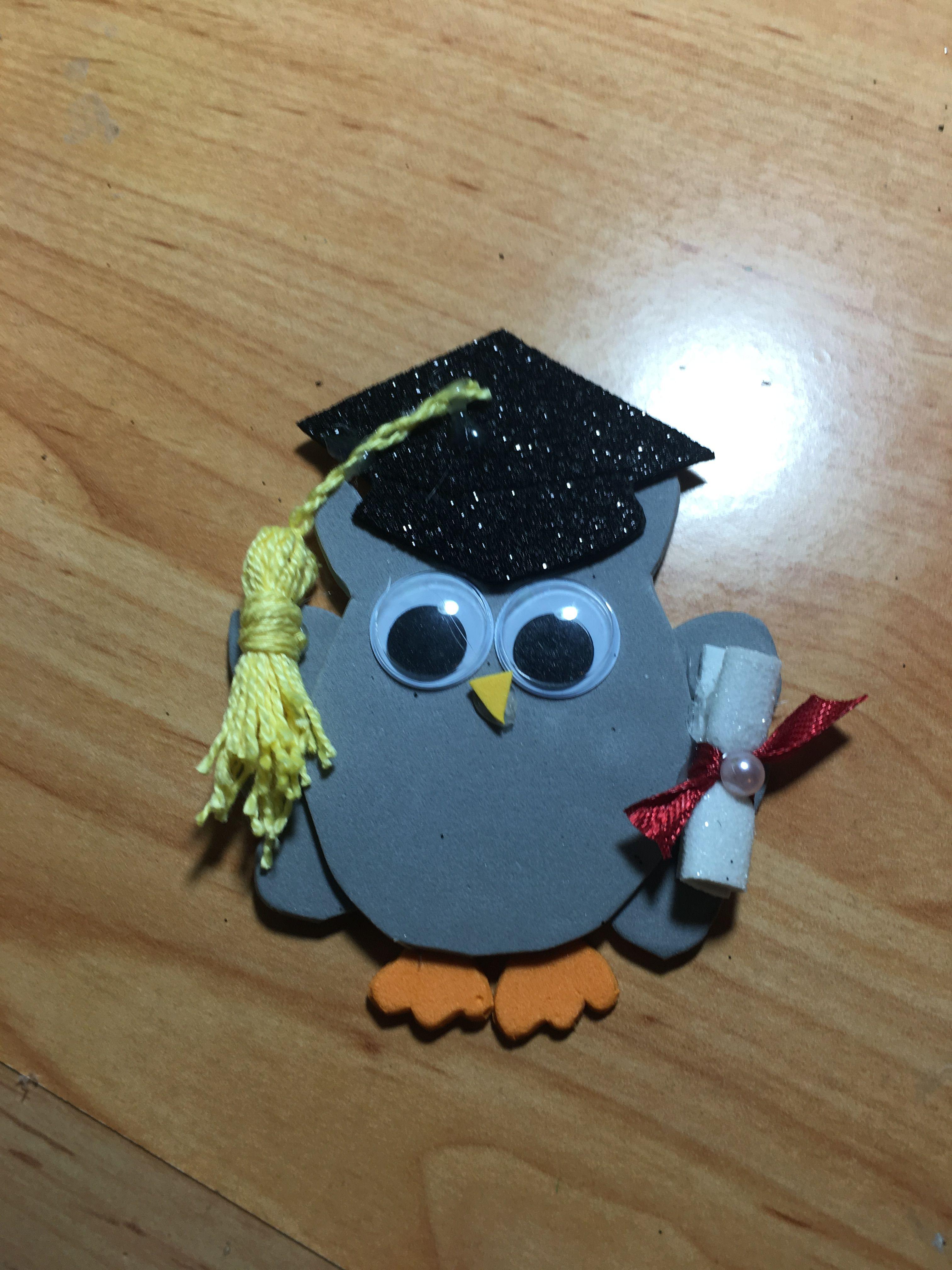 822e9b6547f Búho graduación. Materiales  -Goma Eva negra con purpurina