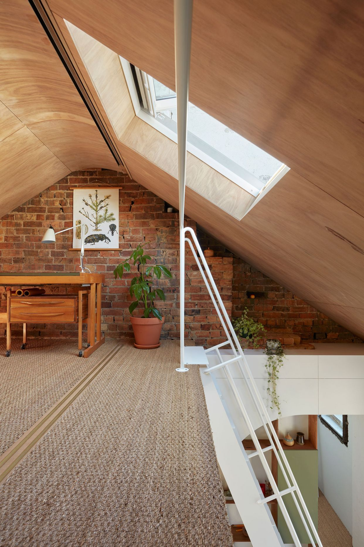 Hoa S House Conversion Of A 150 Year Old Melbourne Pub By Ioa Studio Yellowtrace Vintage House Melbourne House Bright Homes