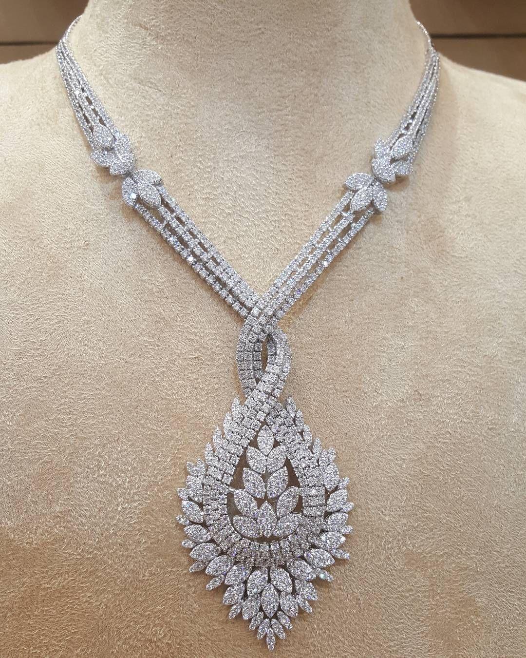 طقم ذهب ابيض عيار18 مجوهرات مجوهراتي أناقة ذهب مكة المكرمة الماس الالماس الماسة الموضة الجمال الأناقة Women Jewelry Amazing Jewelry Fashion Jewelry
