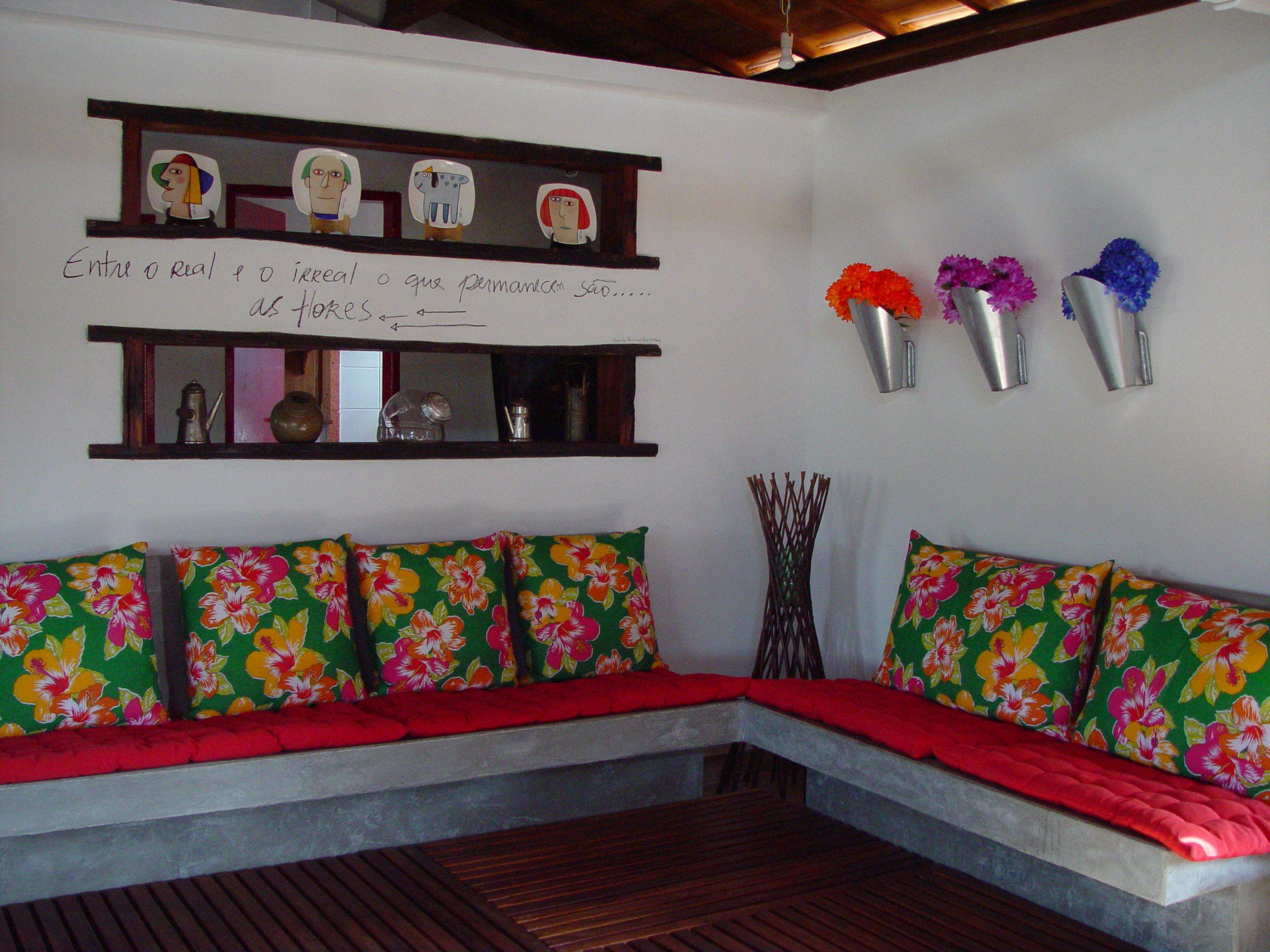 519aca83dd64aa Sofá de Cimento Queimado Almofadas de Chita | casa em 2019 | Sofá de ...
