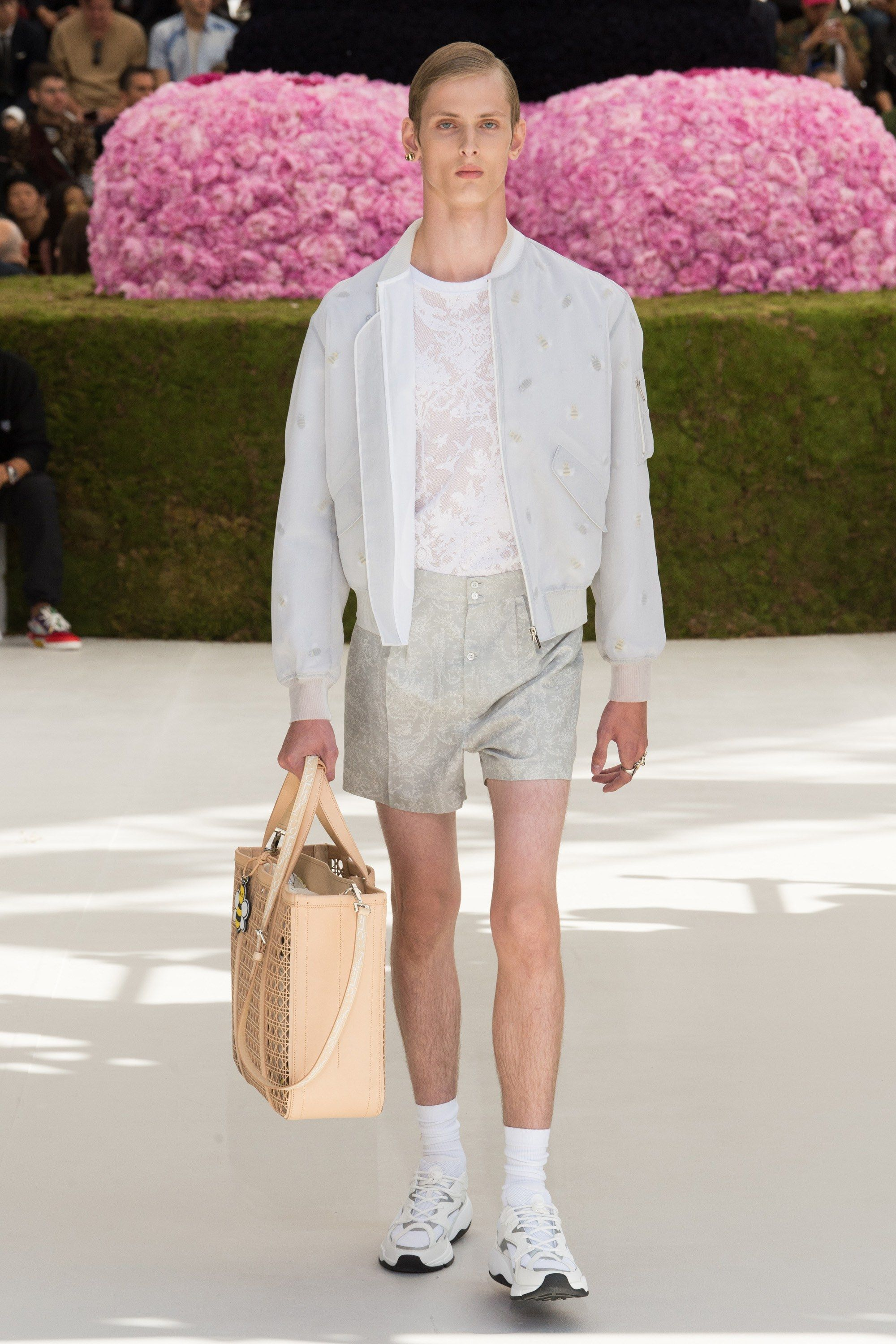 5fbdee7f3a8d Dior Men Spring 2019 Menswear Fashion Show   Room 7 (F)   Menswear ...
