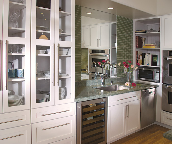 Off White Shaker Cabinets in a Contemporary Kitchen - Omega #whiteshakercabinets