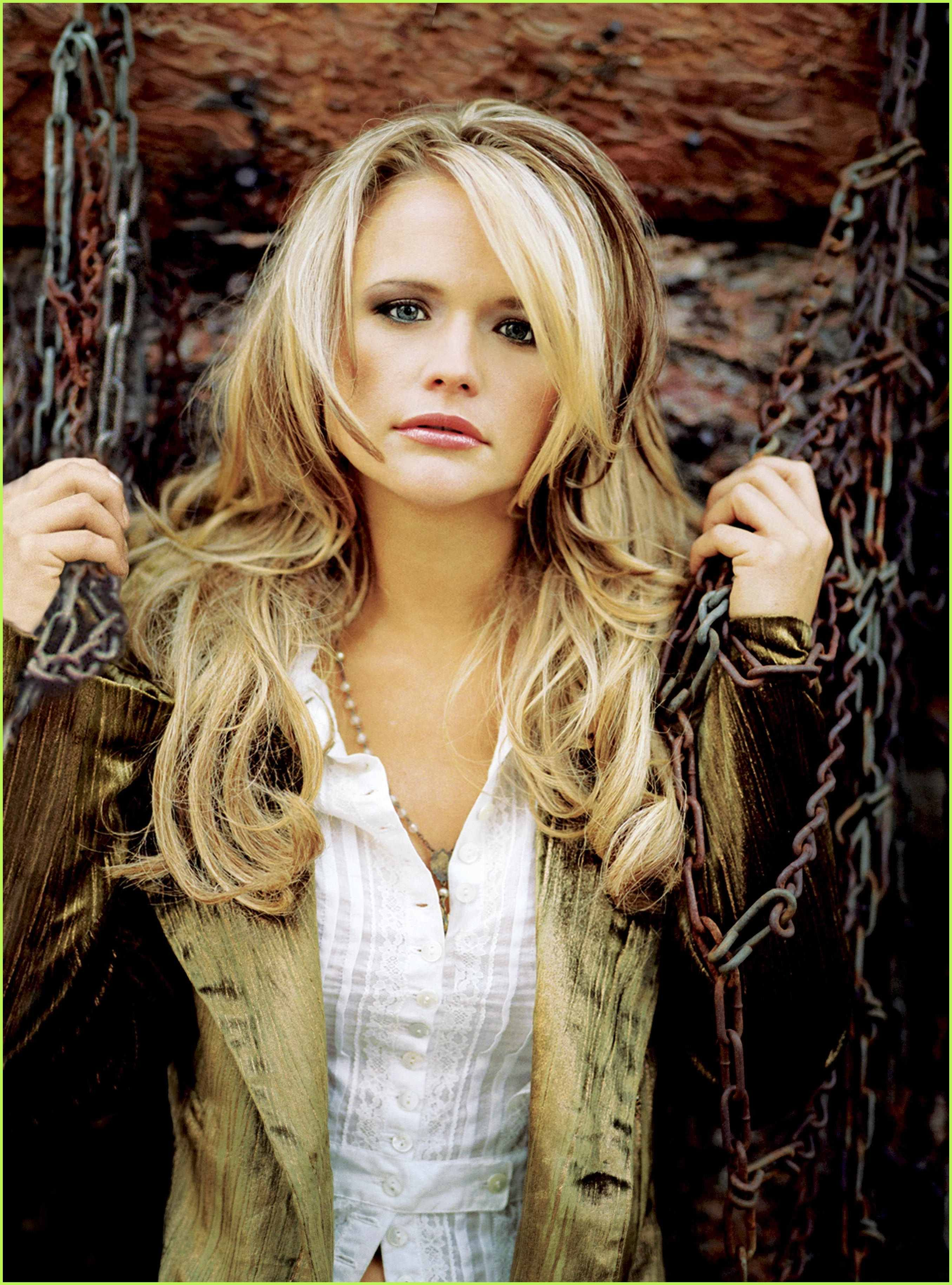 Miranda Lambert Love The Hair Style And Color Hair Inspiration Makeup Trends Hair Styles Miranda Lambert Hair Hair Inspiration