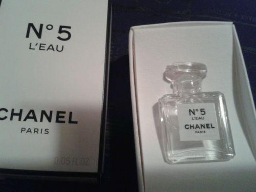 CHANEL♥♥Chanel Nº5 L\u0027EAU Parfüm Miniatur Flakon  Chanel Säckchen