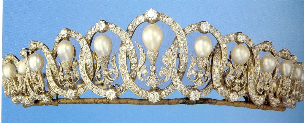 A diamond and natural pearl belle epoque tiara, circa 1905. Featuring thirteen interlocking diamond ovals, with larger, circular diamonds at the top and bottom of each oval; with pear-shaped upright natural pearls within each oval, supported by diamond foliates.