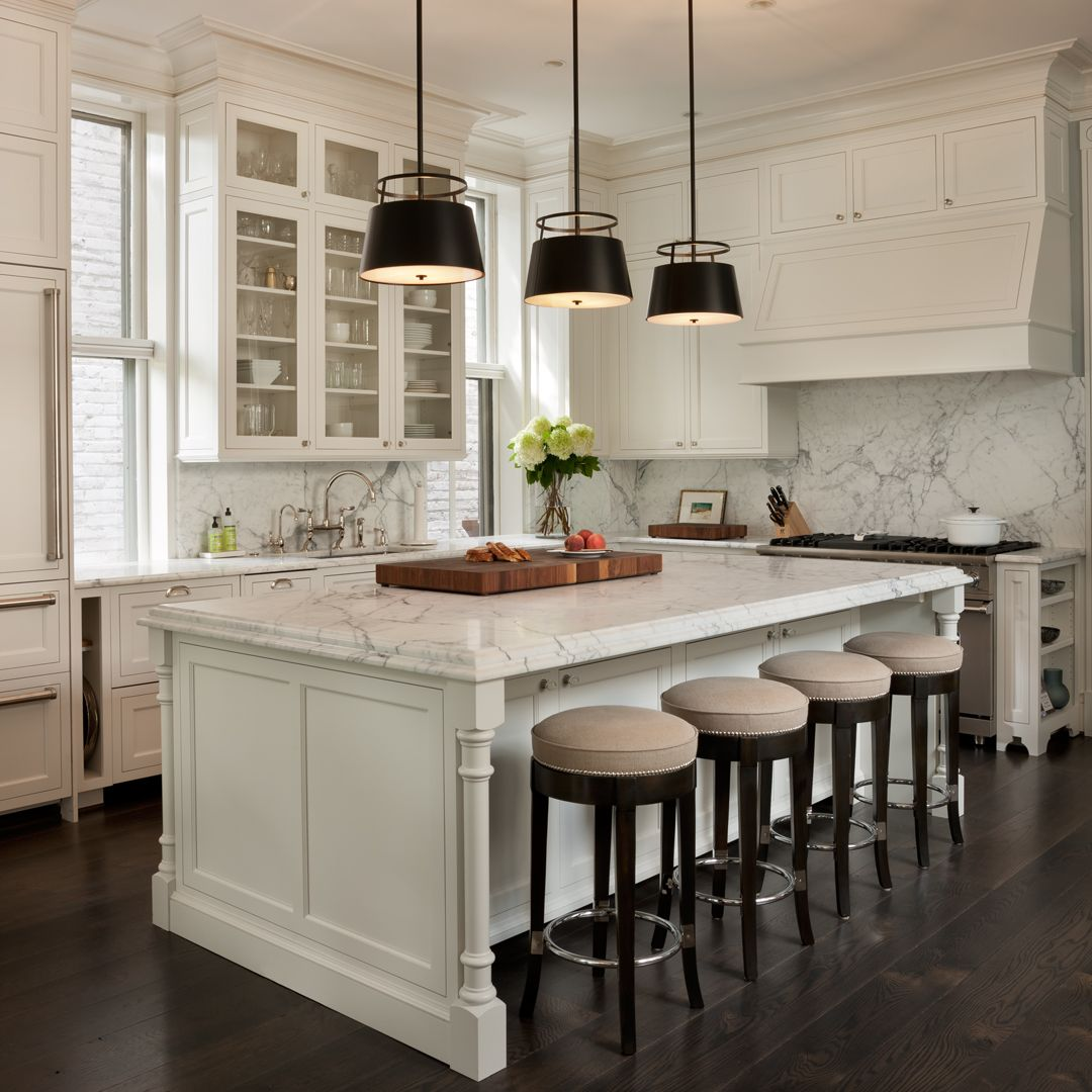 Kitchen #statuary #stonebacksplash #breakfastbar #