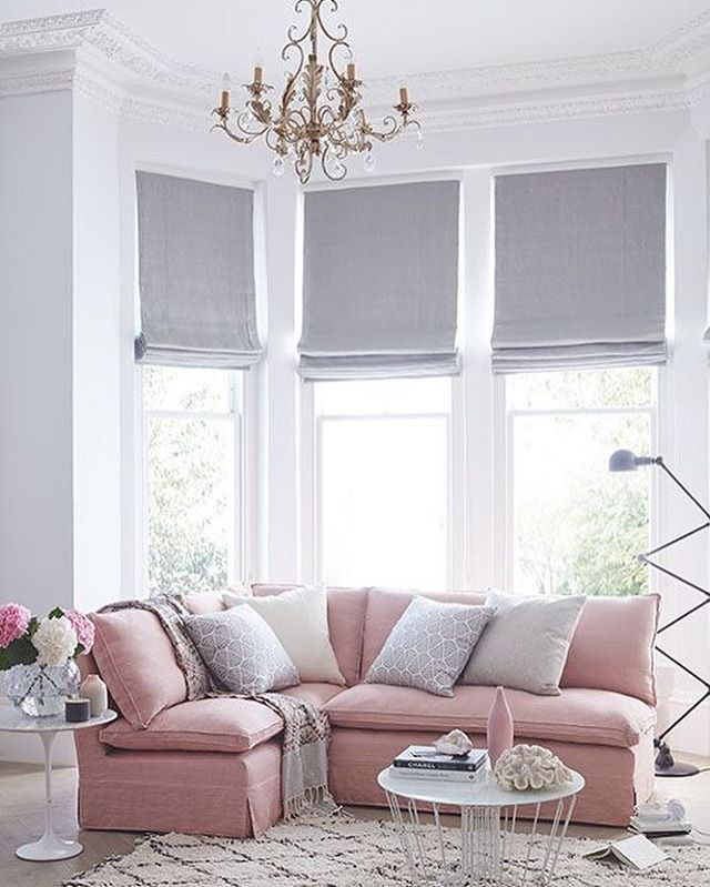 No matter how hard we try we can never look past a blush sofa!!! xx - wohnzimmer rosa beige