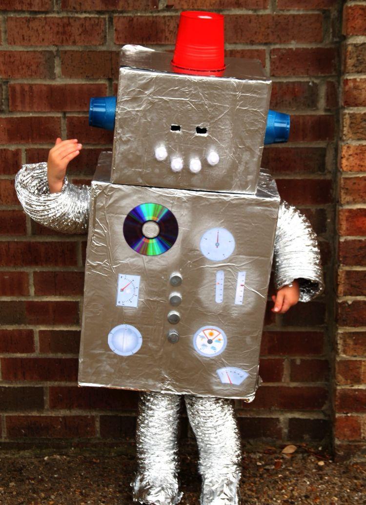 tolles roboter kost m kind idee basteln costume fasching. Black Bedroom Furniture Sets. Home Design Ideas