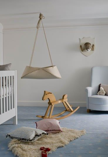 Una habitación clásica pero moderna. De esas que tienen juguetes de madera. De las que nos gustan a nosotros :) #habitaciones #decoracion #kids