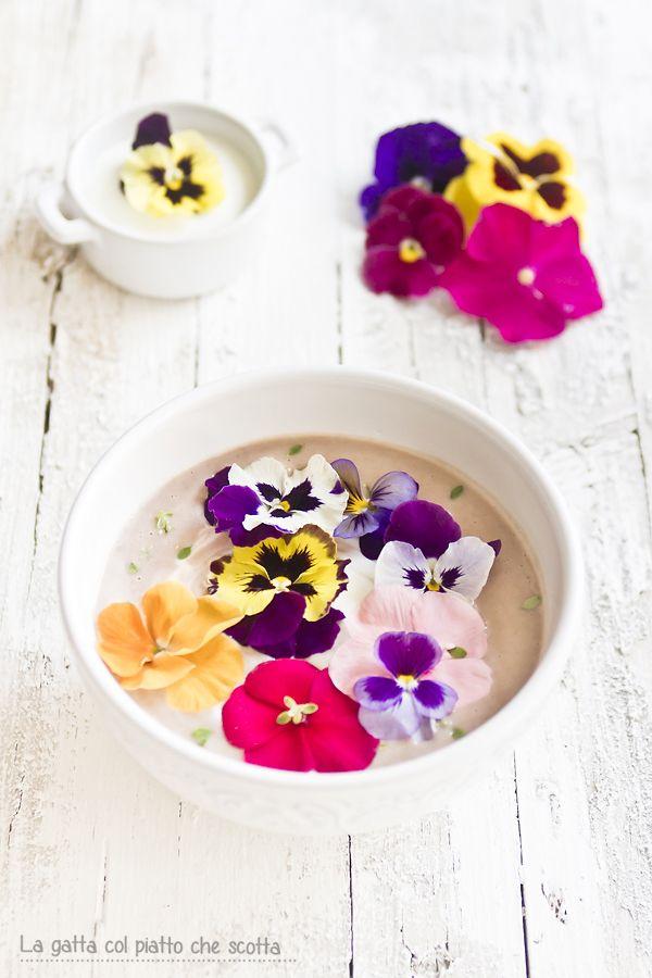 Fiori Eduli.Gazpacho Di Borlotti Con Yogurt Greco E Fiori Eduli Edible