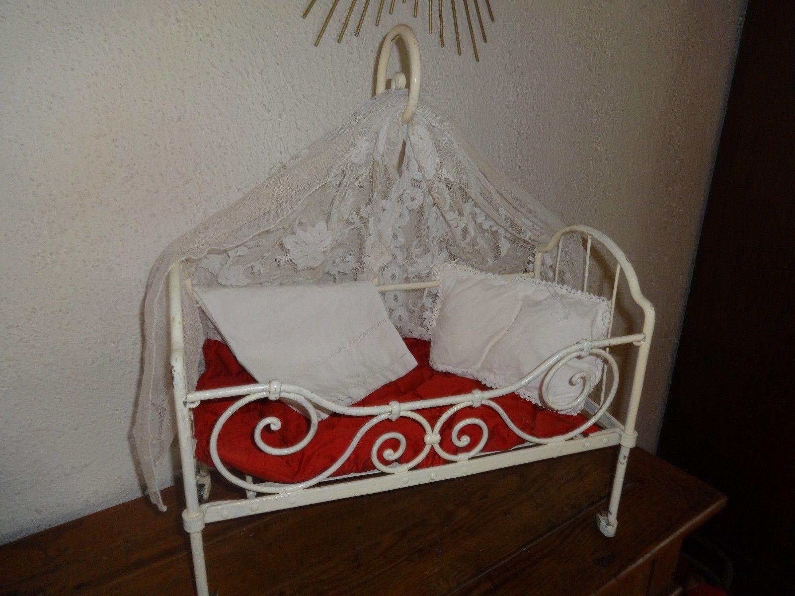 lit ancien en fer pour poup e jouet ancien mobilier de poup e jouets et jeux poup es. Black Bedroom Furniture Sets. Home Design Ideas