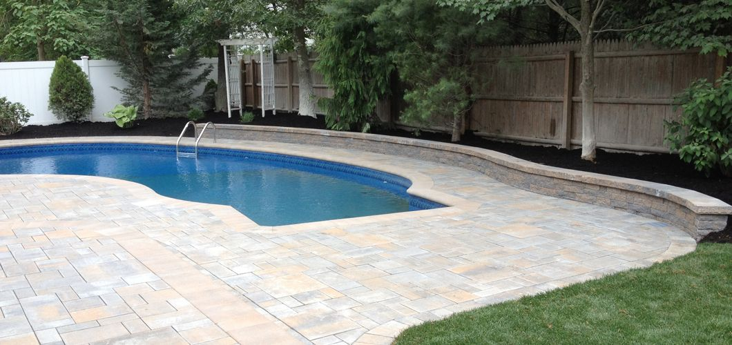 Cambridge Toffee Onyx Lite Pavers With Toffee Onyx Walls