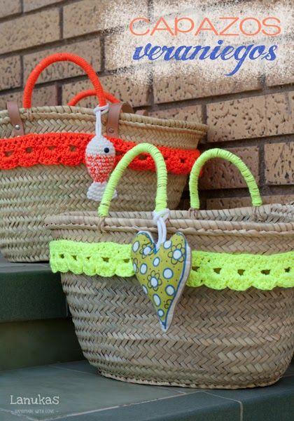 Lanukas: Capazos veraniegos con cinta crochet y aplique de tela -Inspiracion - ☼ Teresa Restegui http://www.pinterest.com/teretegui/☼